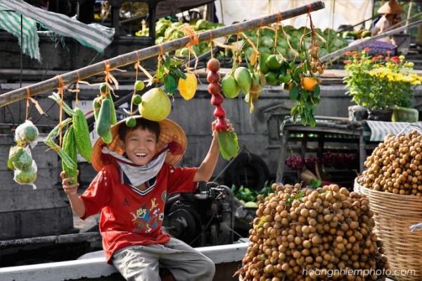 CanTho-floating-market-Mekong-delta-Vietnam-680x453